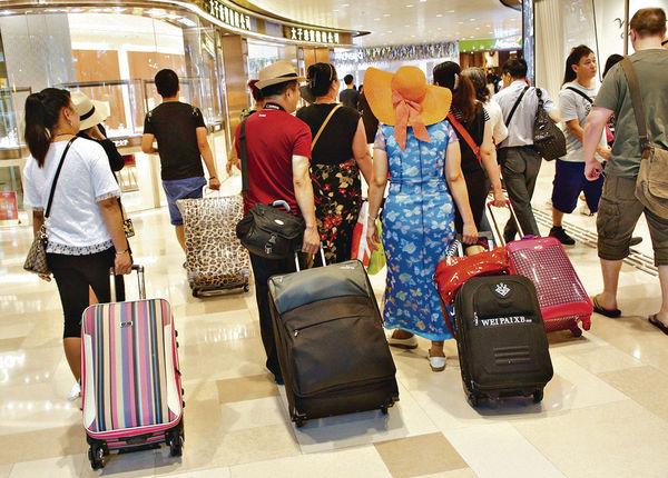 旅業例草案出爐 倡強迫購物刑事化