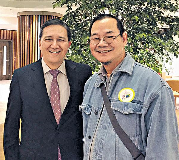 馮強參觀「雋悅」 遇40年前對手