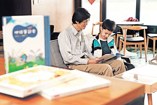 台灣詩人教寫作 與文字玩遊戲