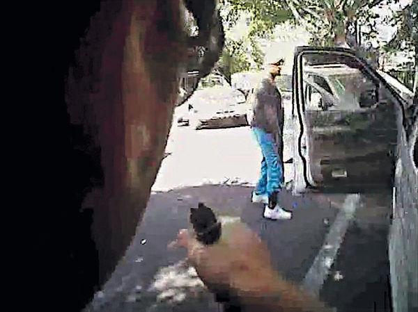 黑人被殺 美警影片未證持槍