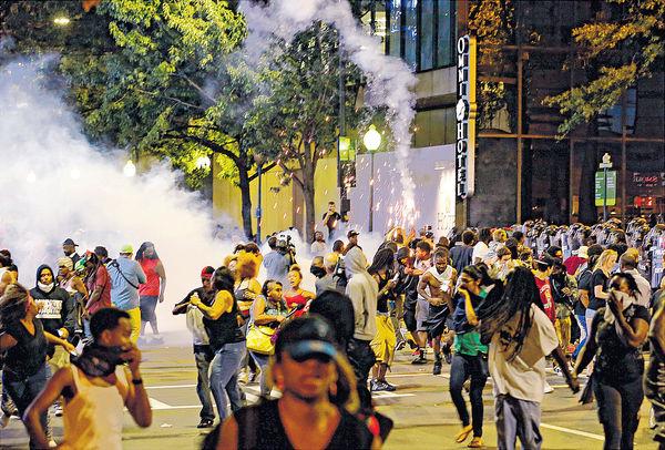 美警殺黑人 示威者中槍危