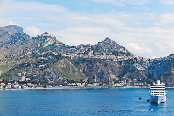西西里島登陸 逛山城享人情味