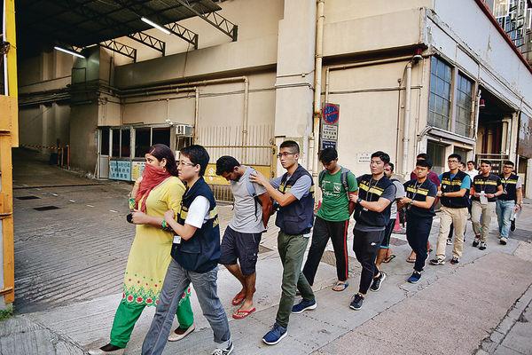 入境處反黑工 拘13人
