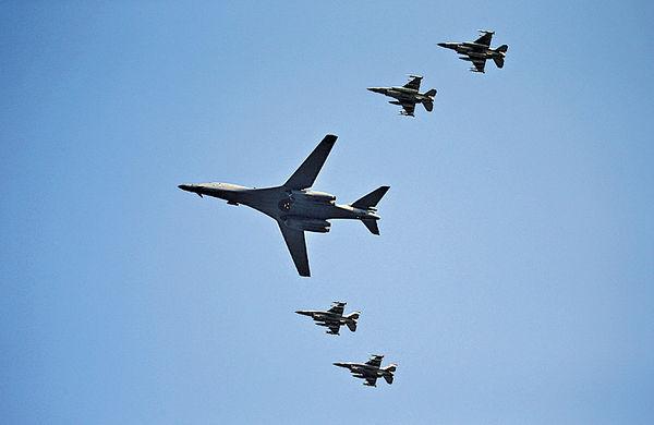 美轟炸機南韓低飛 向北韓示威