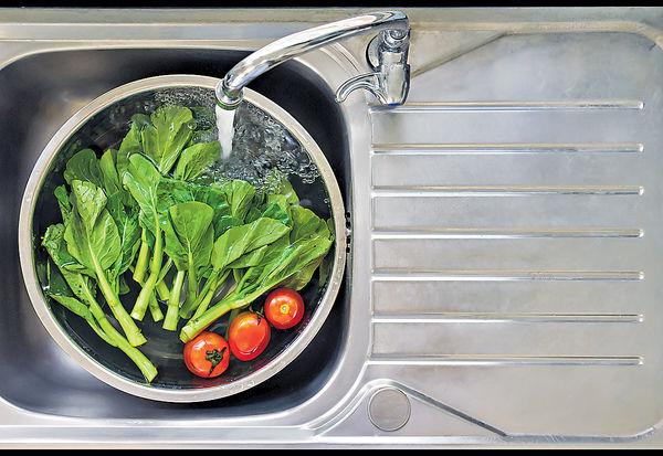 洗菜加鹽加醋 難除農藥