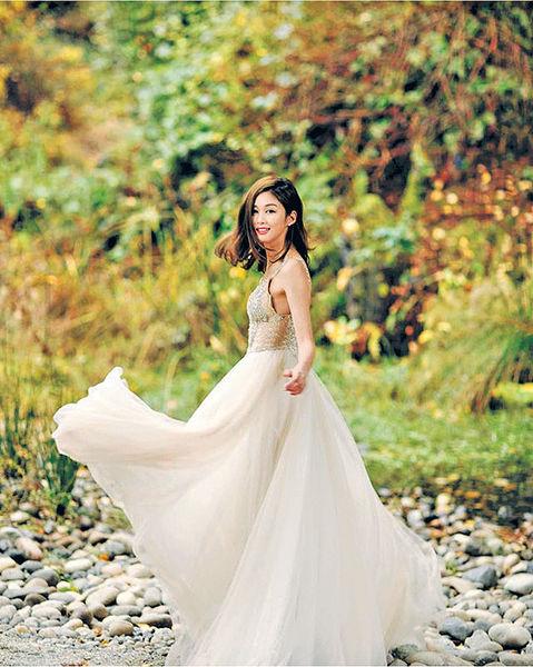 香香出嫁前夕分享婚紗照