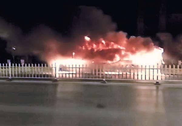 寧夏漢巴士縱火 10分鐘燒死17人