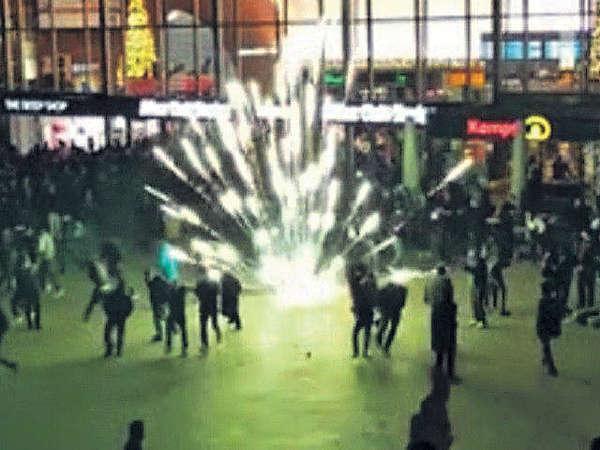傳德難民新年鬧事 性侵35女