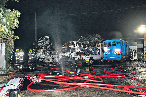 狂徒縱火燒八鄉廢車場