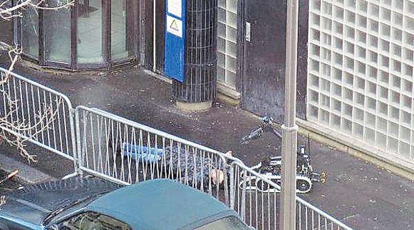 穿炸彈背心 持刀漢闖巴黎警局遭擊斃