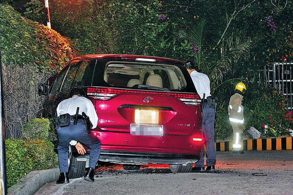 司機暈倒仍踩油 7人車磨爆胎冒煙