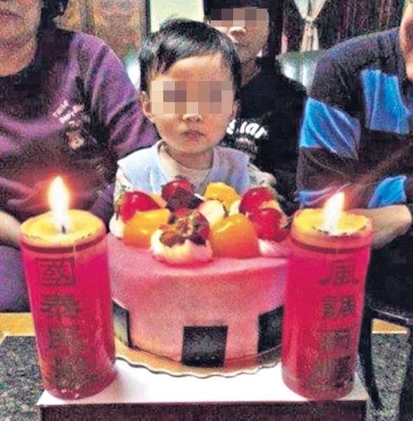 巨型生日蠟燭 考壽星肺活量