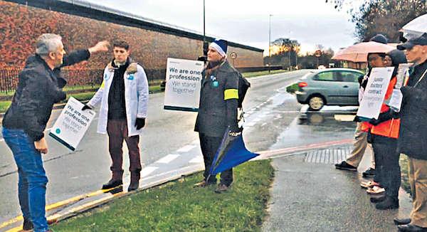 不滿減薪開OT 英初級醫生罷工