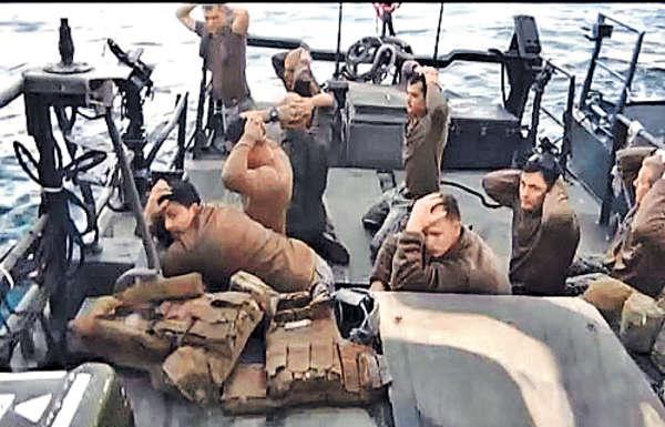 伊朗落美國面 播放水兵受辱片