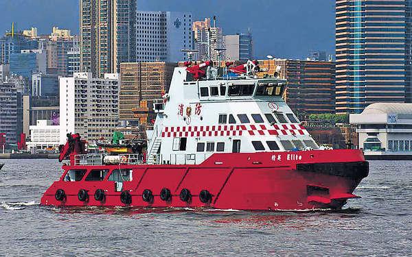 被貨船撞 滅火輪入水