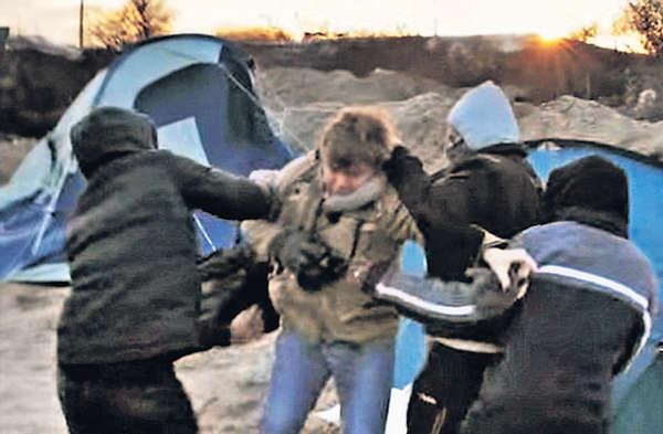 記者拍「難民城」 遭持刀搶劫