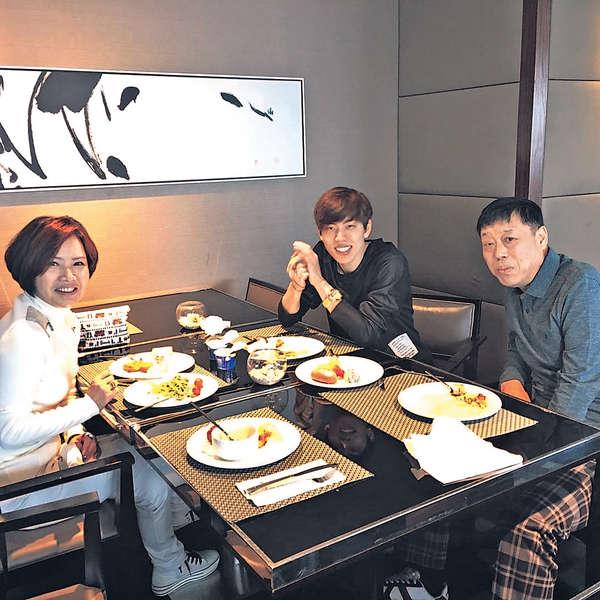 INFINITE東雨陪父母開餐