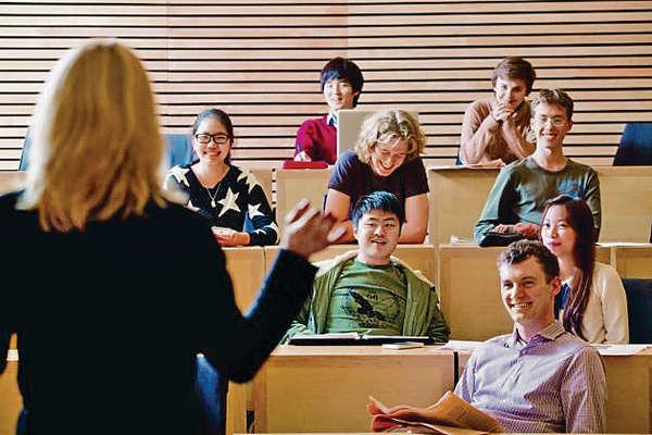 中國富二代湧英私校 擠走本地學生