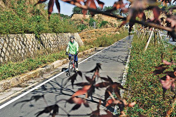 騎車繞行千島湖 感染農村人情味