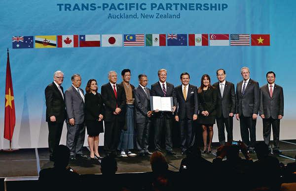 華:研究評估 場外萬人示威 TPP簽字
