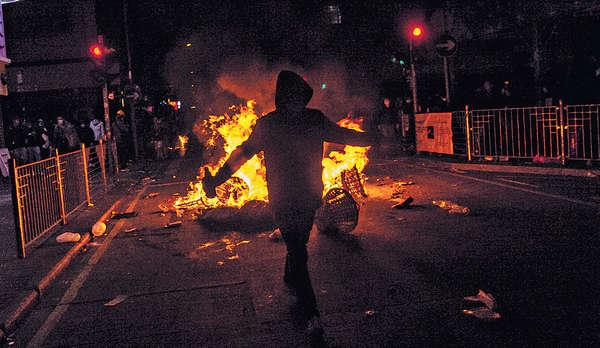 激進暴力難爭民主