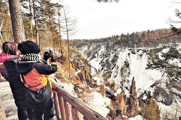 東北長白山 賞峽谷狂滑雪