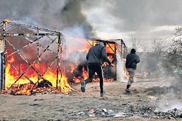 法國拆難民營爆衝突