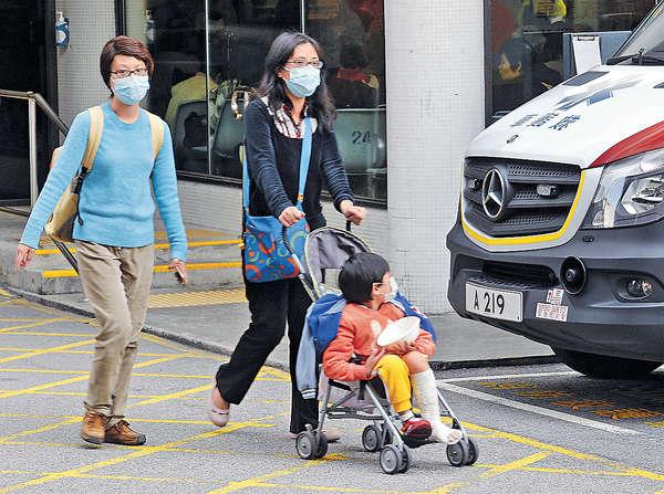 天氣反覆流感爆 家長:幼子入院瞓走廊