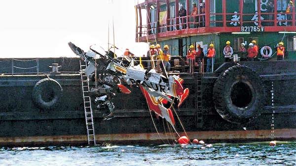 小型飛機殘骸 成功打撈