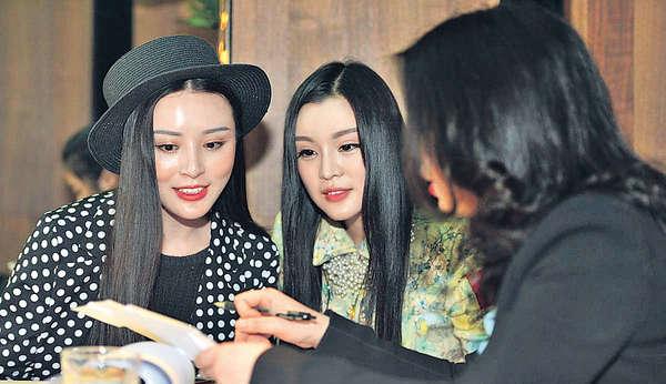 12女組團遊杜拜 爭當¥5千萬富豪夫人