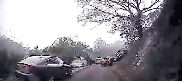 和合石私家車失控 撞傷兩掃墓客