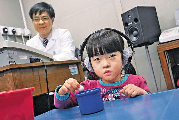 植人工耳蝸 4歲女重過新生