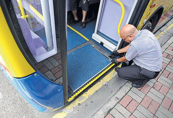 專營巴士料明年全用低地台