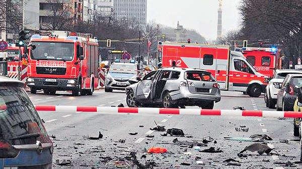 柏林汽車行駛中爆炸 司機當場炸死