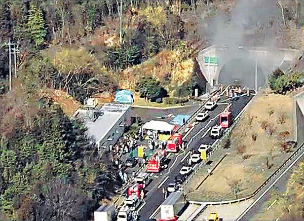 廣島隧道12車串燒 兩死近百傷