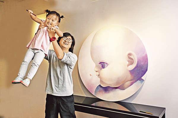 畫家爸爸繪女兒 以筆保育快樂童年