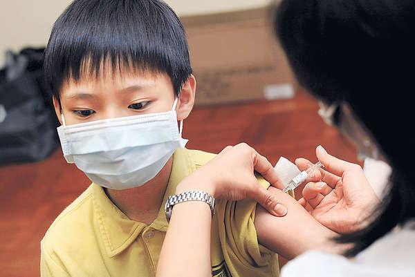 研私家醫生到校打流感針