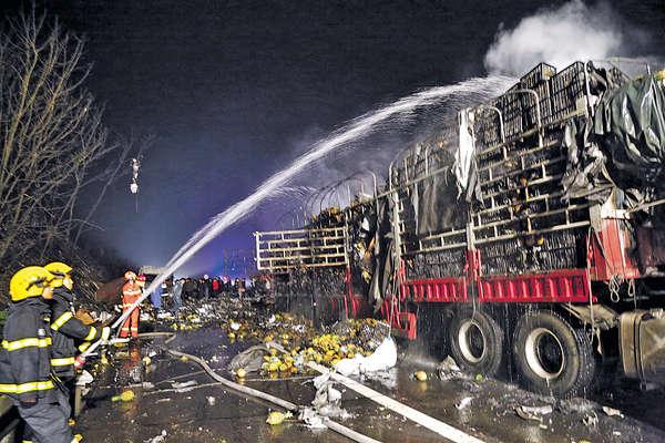 京港澳高速貨車爆炸25死傷 司機涉違規送貨