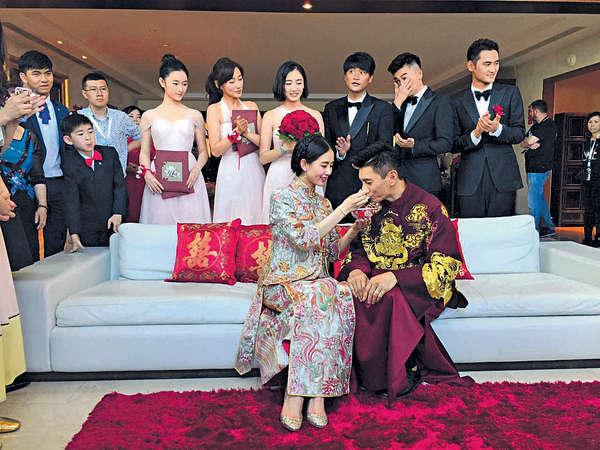 婚紗裙褂過百萬元 吳奇隆劉詩詩峇里5星級完婚