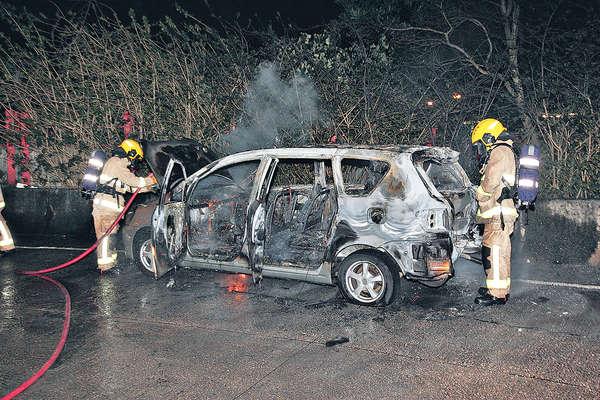 倒車撞婚宴公司 狂徒燒車滅迹
