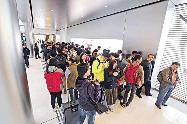 4吋iPhone SE開賣 中港炒家團掃貨