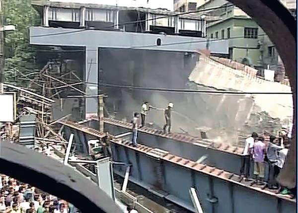 印度塌橋10死 傳150人被困