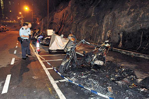 「惹火」車位又出事 綿羊仔焚毀