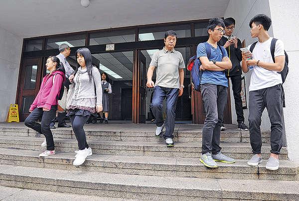 DSE中文科兩卷合併 考生指題目簡單