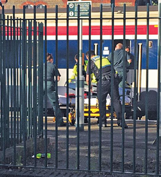 倫敦青年探出窗 慘遭火車撞甩頭