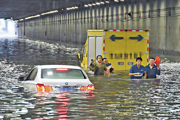 京首發洪水預警 200航班取消