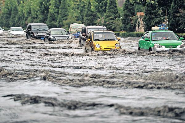 華北迎最強暴雨 京近百航班延誤取消