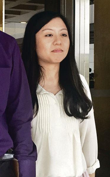 以胸襲警被判罪 吳麗英上訴