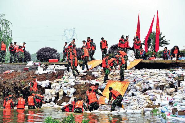 南京水浸街 武漢江堤掛生死牌