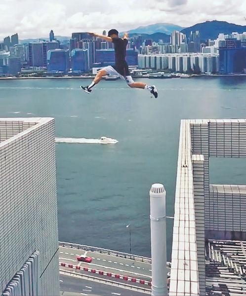 洋青年玩命 跳越北角2米天台